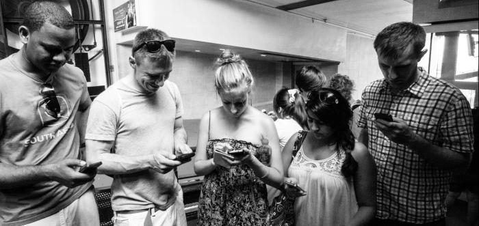 pessoas no celular2