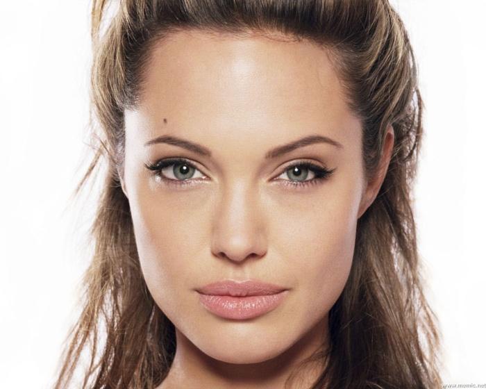Angelina Jolie bryster afrodite herlev